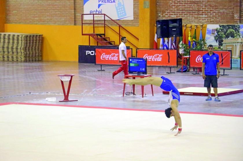 El suelo probó la fortaleza y habilidad de los participantes.