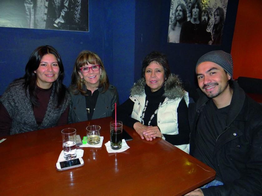 Gloria Rivero, Charito Negrón, Teresa Negrón e Iván Salinas.