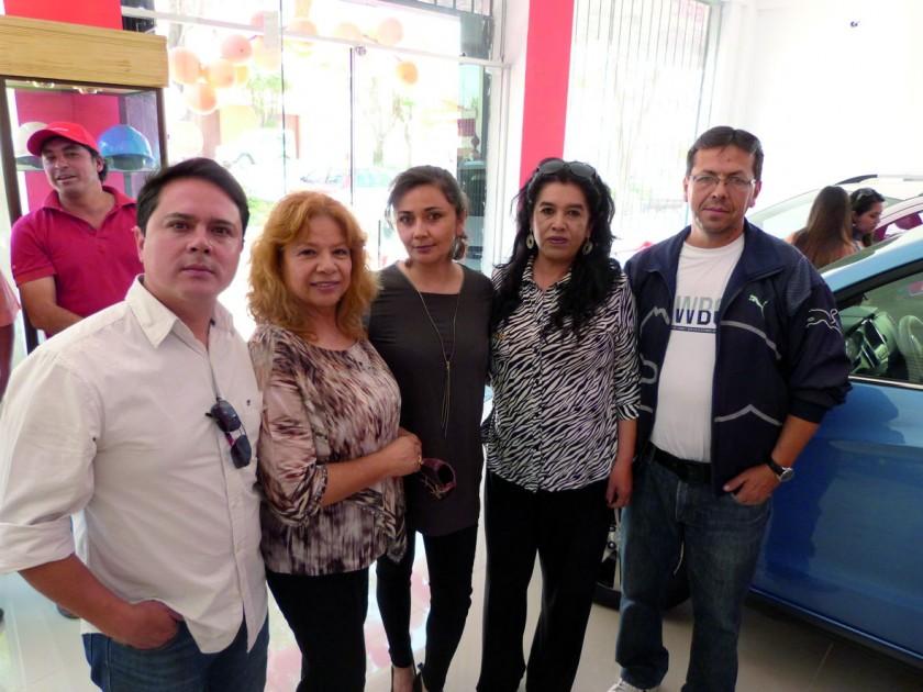 Christian Ballesteros, Wilma Montecinos, Karina Matienzo, Isabel Montecinos de Nava  y Adhemar Nava.
