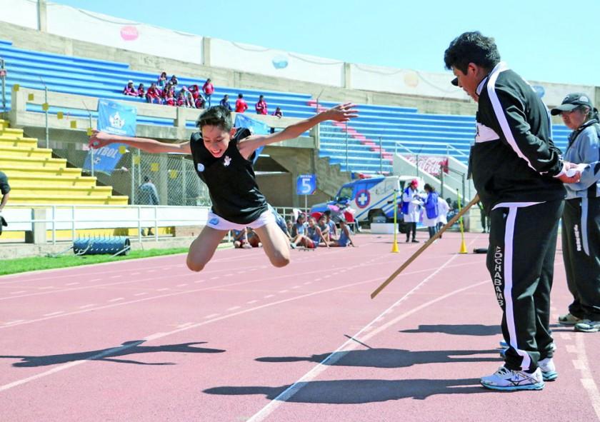 El salto rana es una prueba novedosa para los niños y niñas.