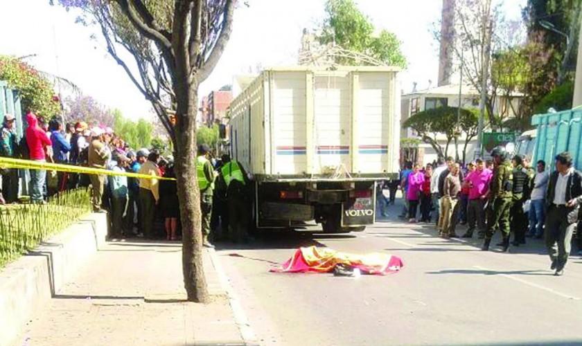 Muere una mujer atropellada por vehículo pesado