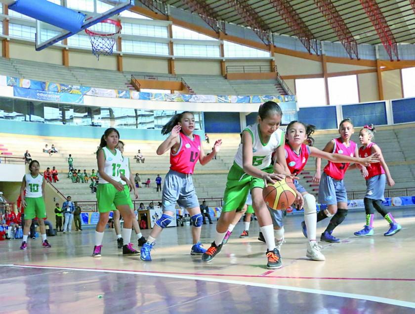 El quinteto del colegio Don Bosco clasificó a semifinales a costa de Pio Waltdthaler de Santa Cruz