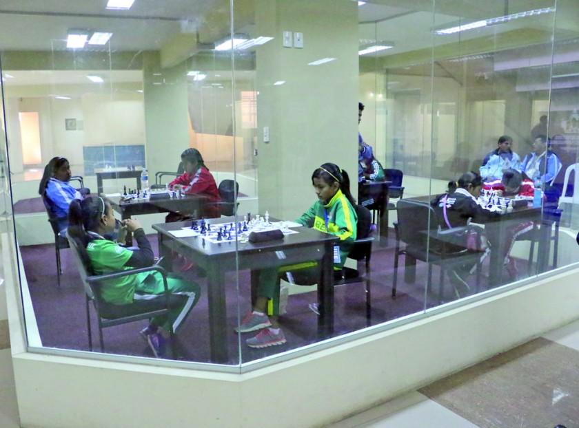 La tercera jornada de ajedrez se desarrolló ayer, en el Polideportivo.