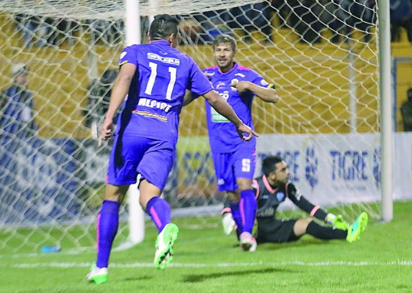 El festejo de los jugadores lilas en el triunfo sobre Bolívar.