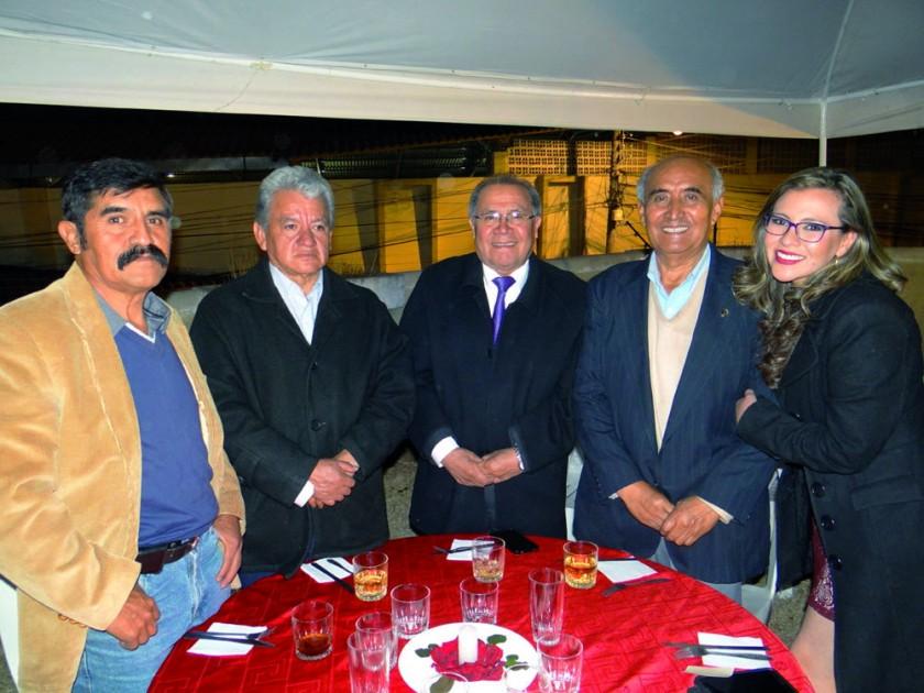 Saulo Patzi, Carlos Loayza, Hugo Loayza, Edgar León y Carla Loayza.
