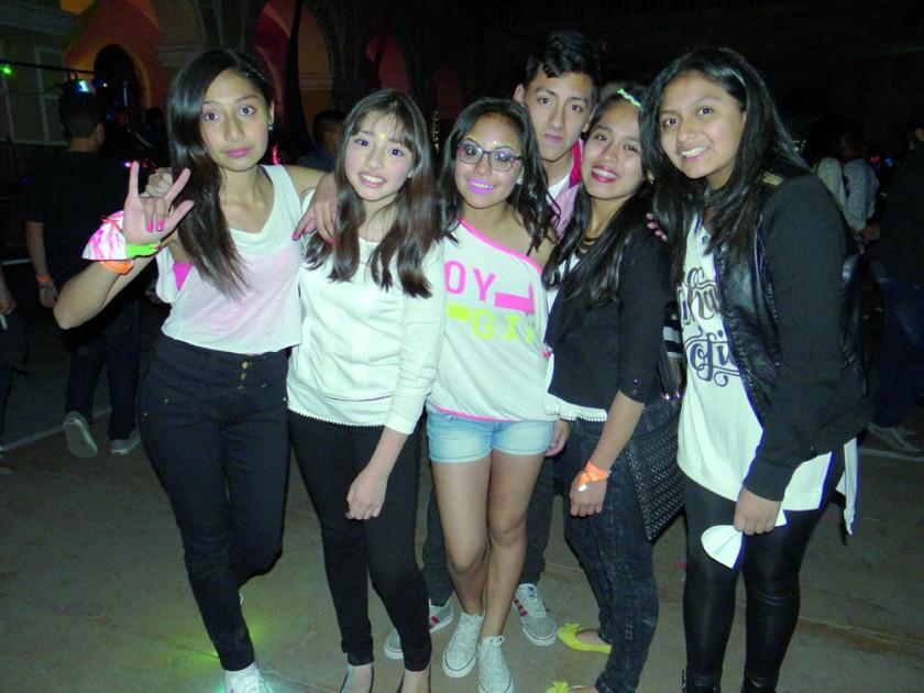 Camila Valderrama, Camila Calvimontes, Nicole Beltrán, Víctor Murillo, Fabiana Ajalla y Camila Carvajal.