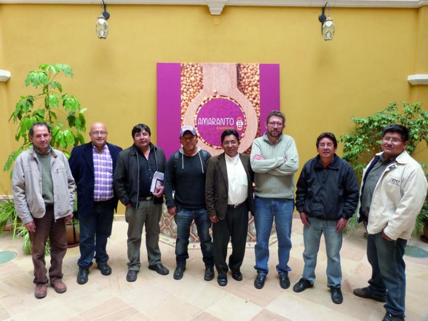 Simón Cava, técnico del Amaranto de Tomina; Carlos Bejarano Padilla, encargado de acuerdos comerciales de ICCO