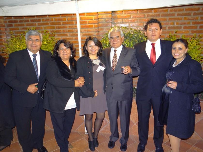 Ramiro, Marlene, Camila, Edgar y Diego Vargas junto con Mayra Jadue de Vargas.