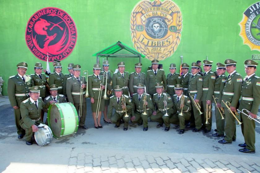 Banda de la Policía Boliviana del Comando Departamental de Chuquisaca  dirigida por el Sargento Primero Cosme Calle...
