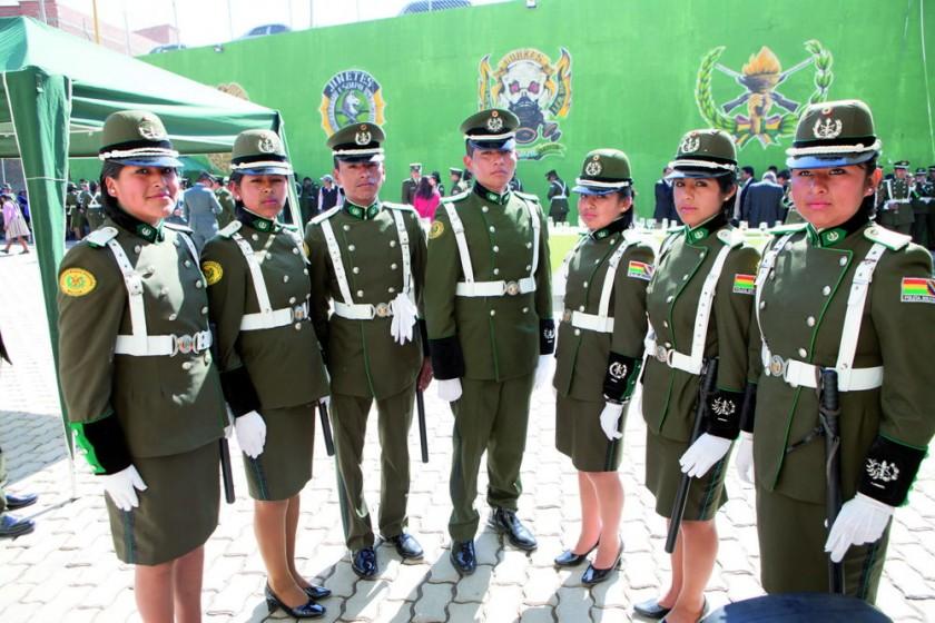 Gabriela Limachi, Fabiola Saigua, Enrique Rivas, Rodrigo Ticona, Sandra Cruz, Mayda Padilla y Verónica Gonzáles.