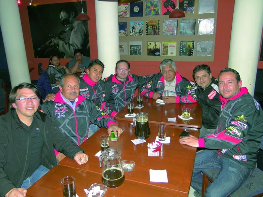 El grupo Calaveras Racing Team estrenó sus atractivas chamarras.