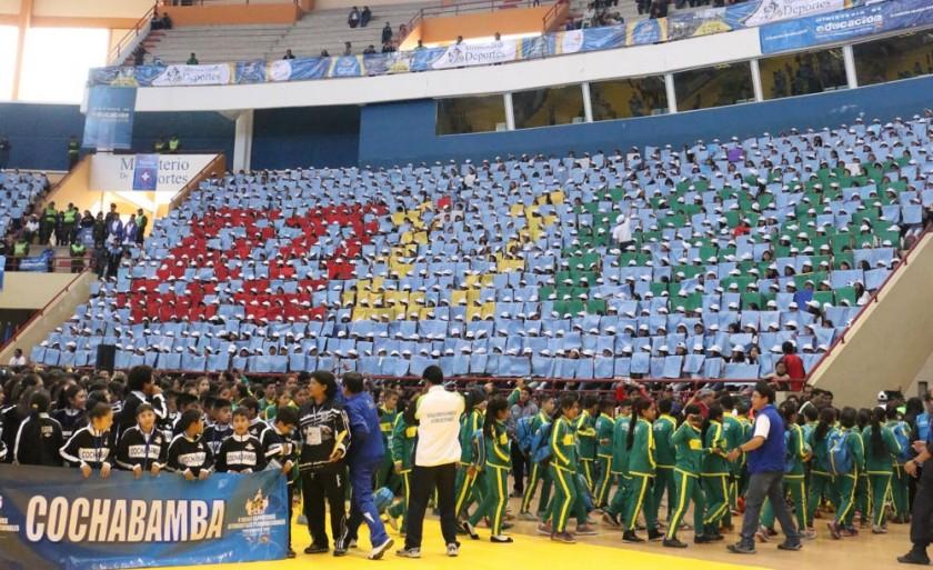 El público premió con aplausos la presentación de mosaicos.