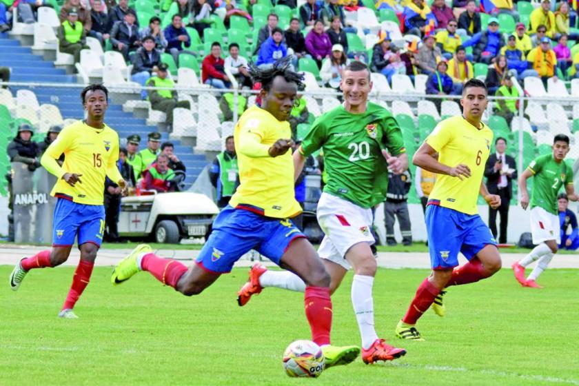 Bolivia deja ir la victoria en La Paz