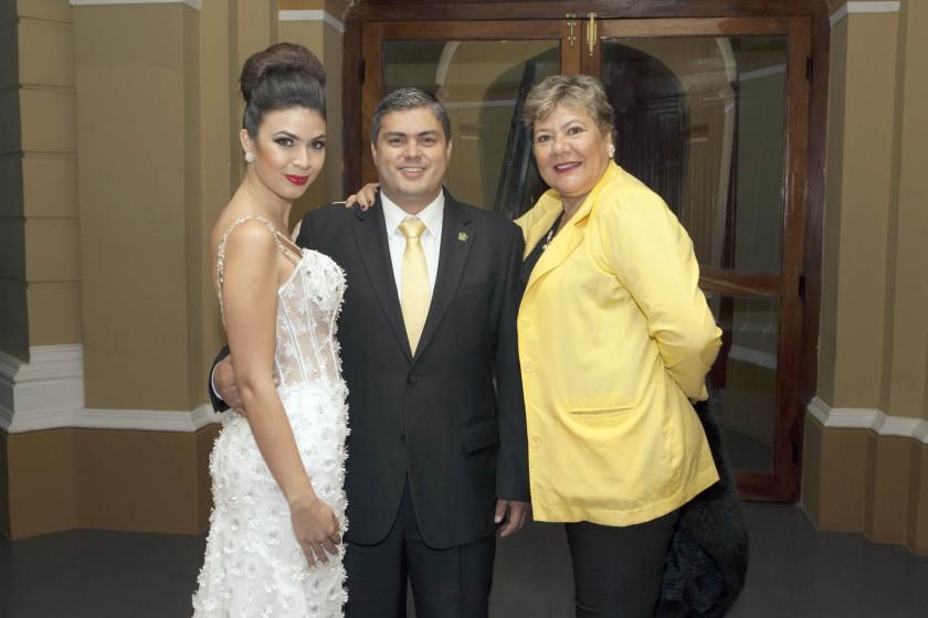 Aztir Larach, Fernando Larach y Tania Melgar.