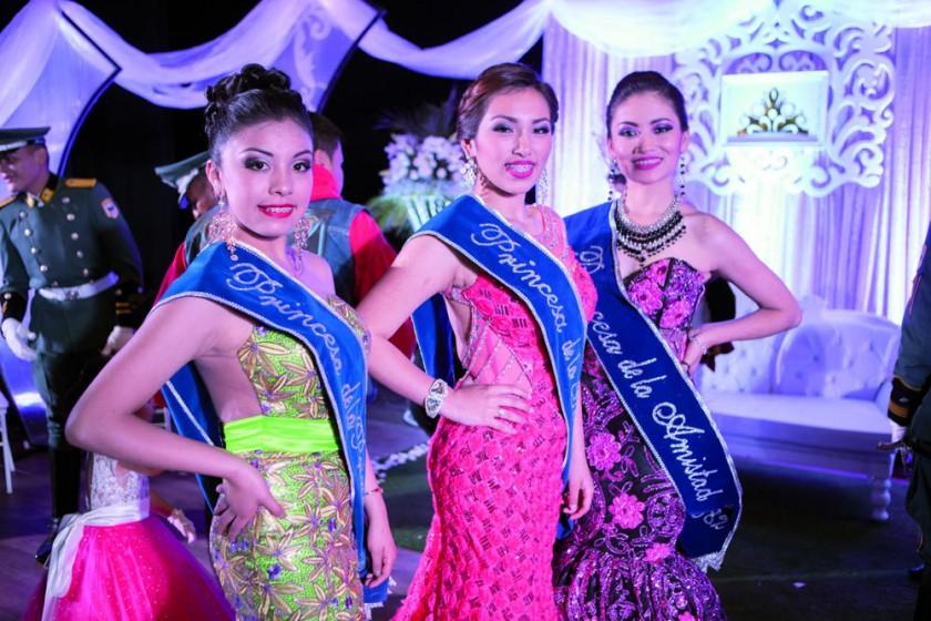 Princesa de la Primavera, Fernanda Choque; Princesa de la Sonrisa, Nicole Orellana,  y Princesa de la Amistad, Kruskaya