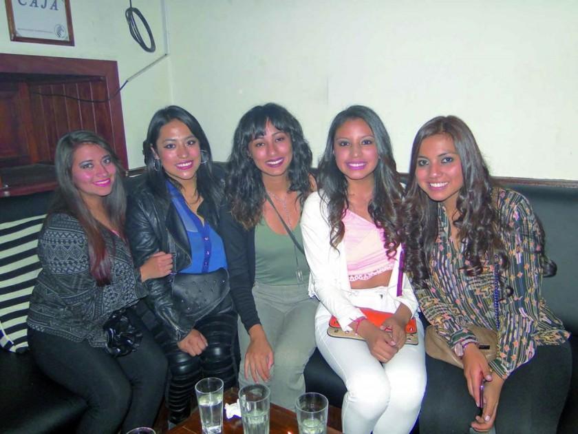 Karla Romero, Maya Medrano, Soraida Torrico, Erika Sarabia y Alejandra Larrazabal.