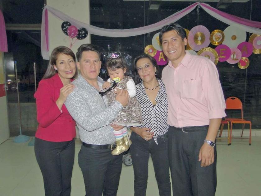 Mariel Tococari, Higor Santiesteban, Anabela Santiesteban, Patricia de Tococari  y Juan Carlos Tococari.