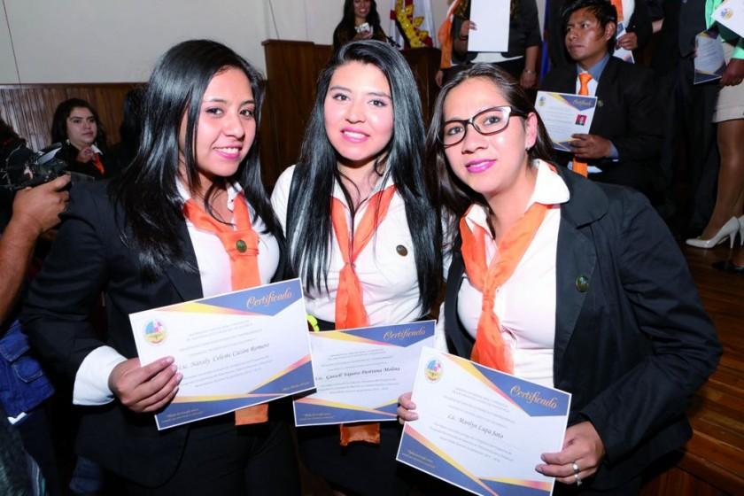 Nataly Cazón, Guisell Pastrana y Marilyn Lupa.