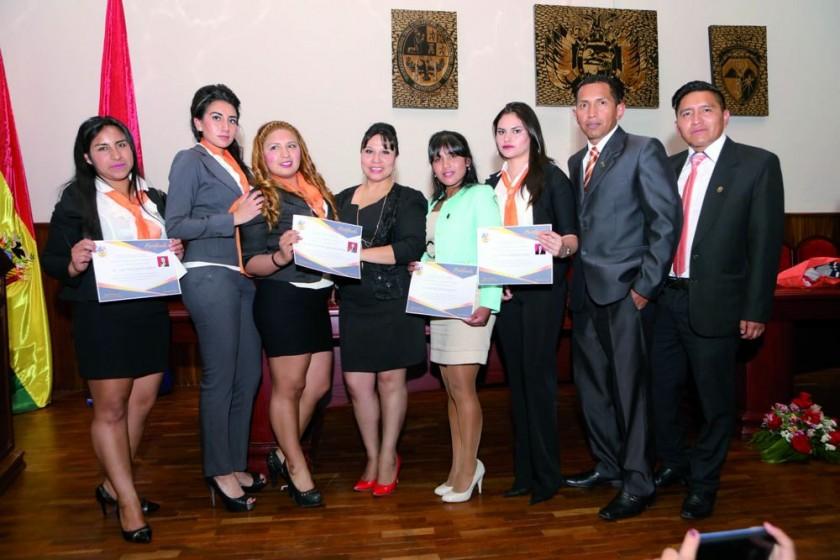 Leidy Guerra, Alisson Montaño, Mabel Quintanilla, Madai Moscoso, Nelvy Ramos, Andrea Ibarnegaray, Miguel Muñoz y Jose...