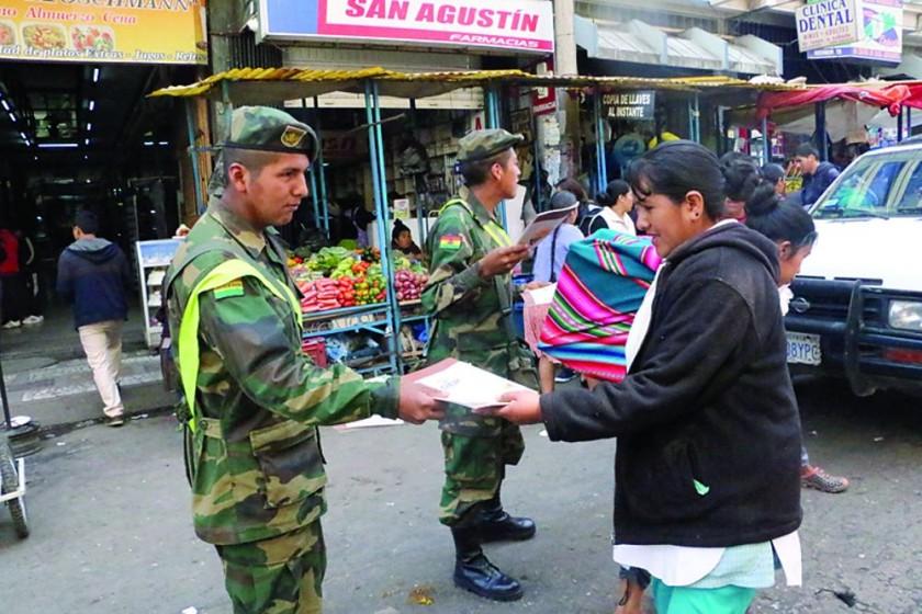 La Carta llega a calles y mercados
