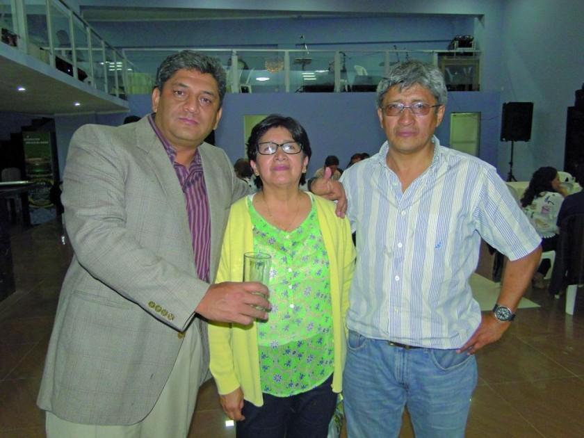 Giovanni, Maida y Oscar Valverde.