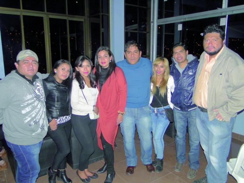 Osvaldo, Paola, Isabel, Alejandra, Ramiro, Yolanda, Alejandro y Eddy.