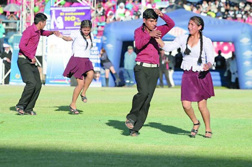 Miles de estudiantes asistieron a la ceremonia inaugural de los Juegos Deportivos Estudiantiles Plurinacionales....
