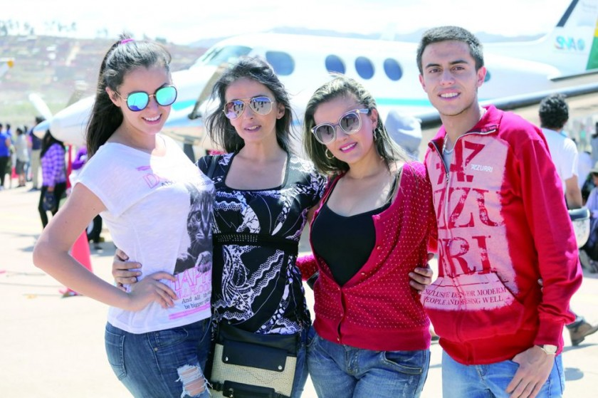 Camila Andrade (Miss Chuquisaca), Mauren Hoss, Ximena Hoss y Paulo Villa.