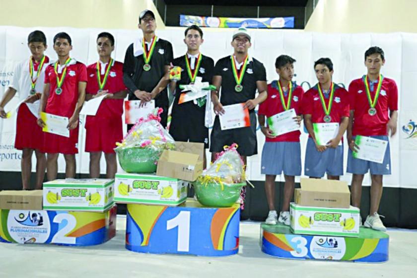 Chuquisaca subió al podio en raqueta frontón. El colegio Lucio Siles de Monteagudo (d) consiguió el tercer lugar en...