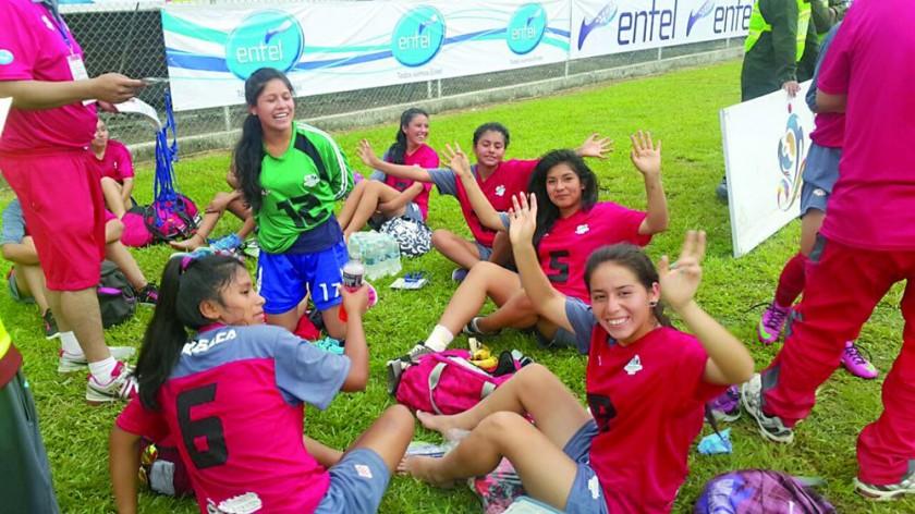 El festejo de las estudiantes de Villa Serrano luego de avanzar a la final.