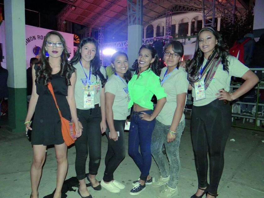 Diana Velasco, Andrea Limachi, Flor Ayala, Valeria Carvajal, Araceli Quispe y Milenka Espinoza.