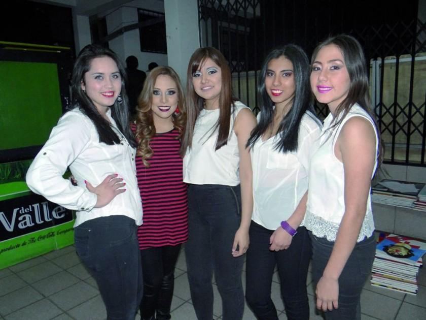 Ara Cuellar, Carla Ustarez, Daniela Soliz, Ángela Ciñani y Gabriela Peña.