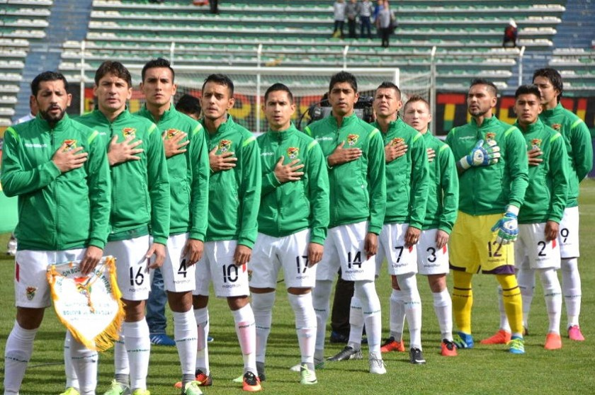 Los jugadores de la Verde minutos antes de comenzar el cotejo contra Paraguay. Foto: Marka Registrada