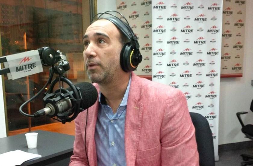Lavezzi (i) fue acusado por el periodista Anello de haber fumado marihuana en la concentración argentina.