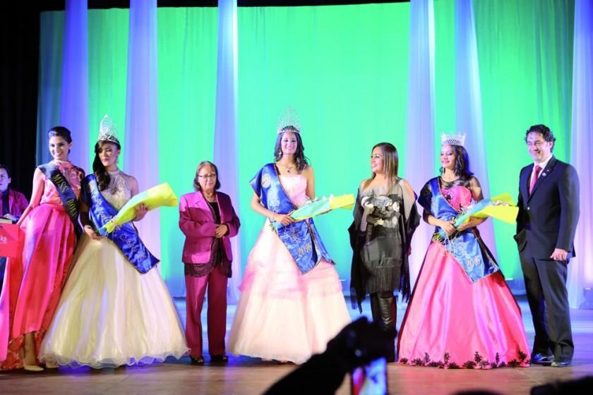 Las ganadoras y el jurado de Miss 15 Años.