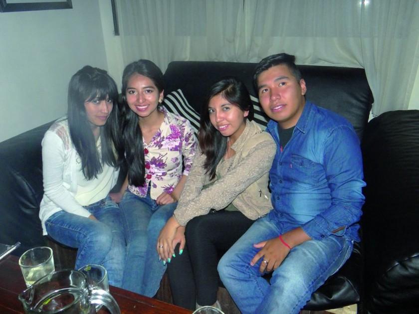 Laura Terrazas, Tania Fonseca, Fabiola Caihuara y Andy Porcel.