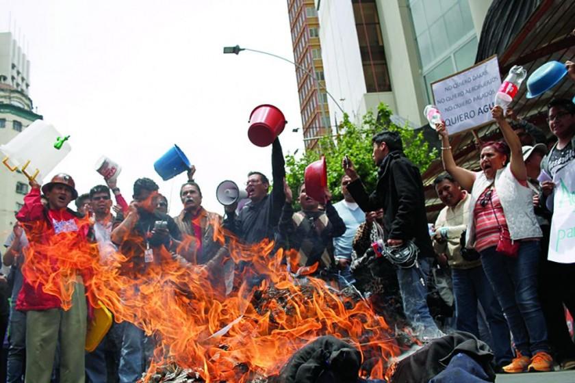 La Paz marcha; en Sucre reclaman