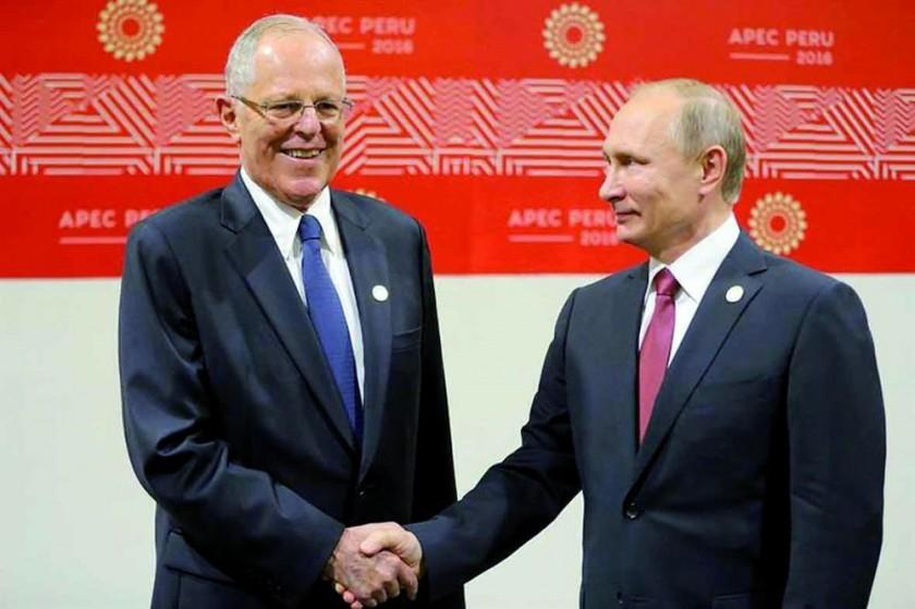 BILATERAL. Los mandatarios Pedro Pablo Kuczynsky (i), Vladimir Putin (d) se reunieron ayer.