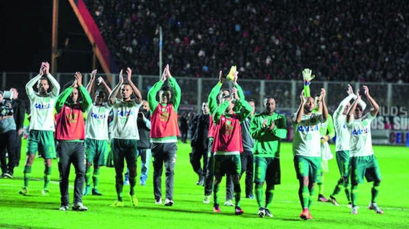 Chapecoense y San Lorenzo igualaron a un gol en el partido de ida de las semifinales.