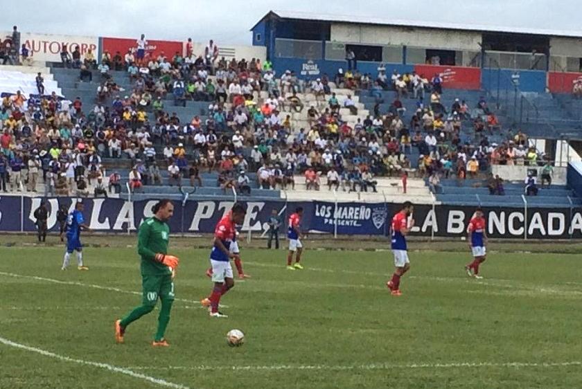 Una escena del partido entre la U y Sport Boys. Foto: El Deber