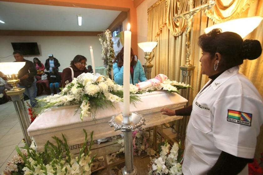 TRAGEDIA. Los restos de Abigaíl son velados en la ciudad de La Paz y la población exige justicia.