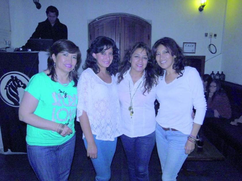 Leyda Flores, Liz Chirinos, Vicky Chirinos y Vilma Serrudo.