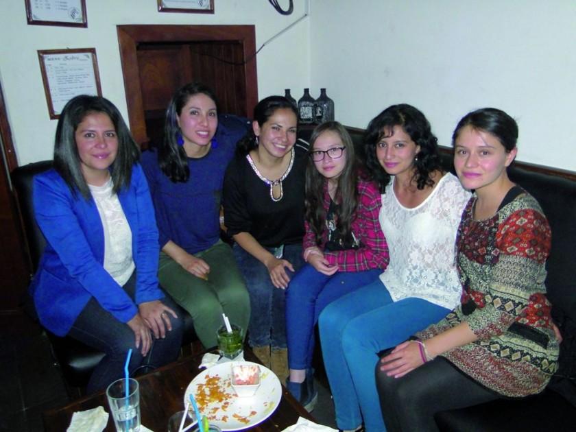 Roxana, Cristina, Claudia, Carla, Liz y Mikaela.