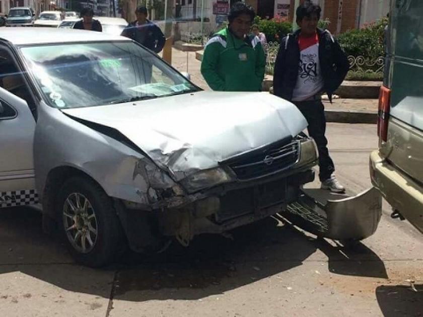 Uno de los vehículos afectados en el choque en Barrio Petrolero. FOTO: GENTILEZA