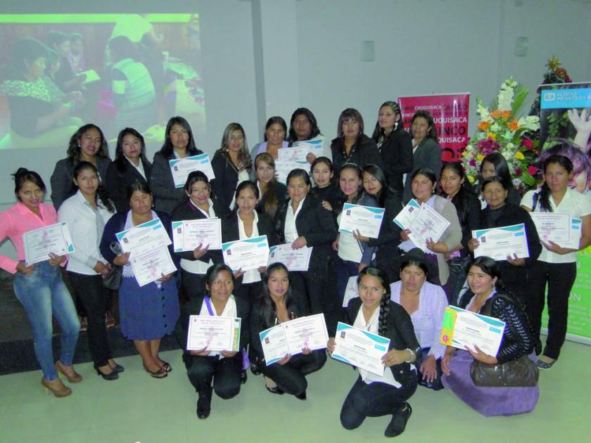 Educadoras certificadas por la Alcaldía.