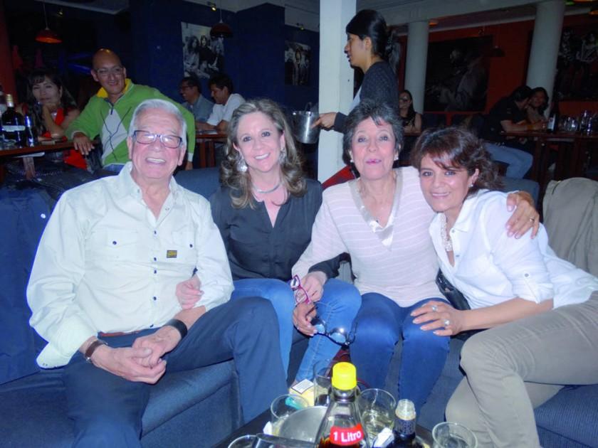 Carlos Velasco, Charito Negrón, Teresita Negrón y Lolita Negrón.