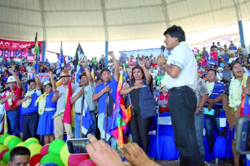 El MAS abre congreso y unge a Evo