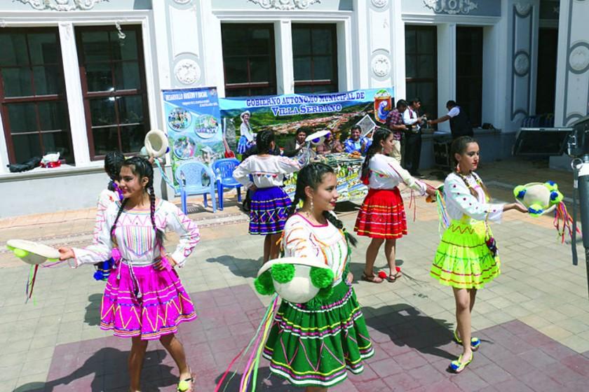 DIFUSIÓN. En pasados días, el municipio de Villa Serrano hizo una demostración de la Navidad.