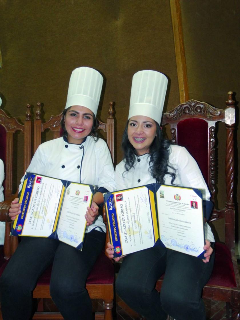 Angélica Sernich y Valeria Poppe.