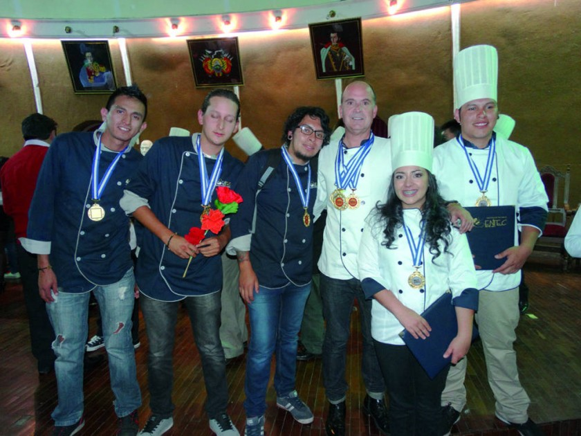 Ganadores en concursos gastronómicos en Cochabamba y Potosí  a cargo del chef internacional Andrés Muñoz.